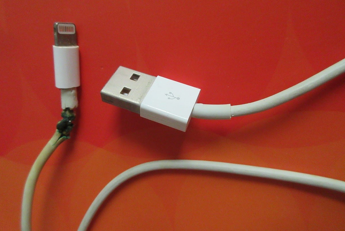 Câble de charge iPhone cassé